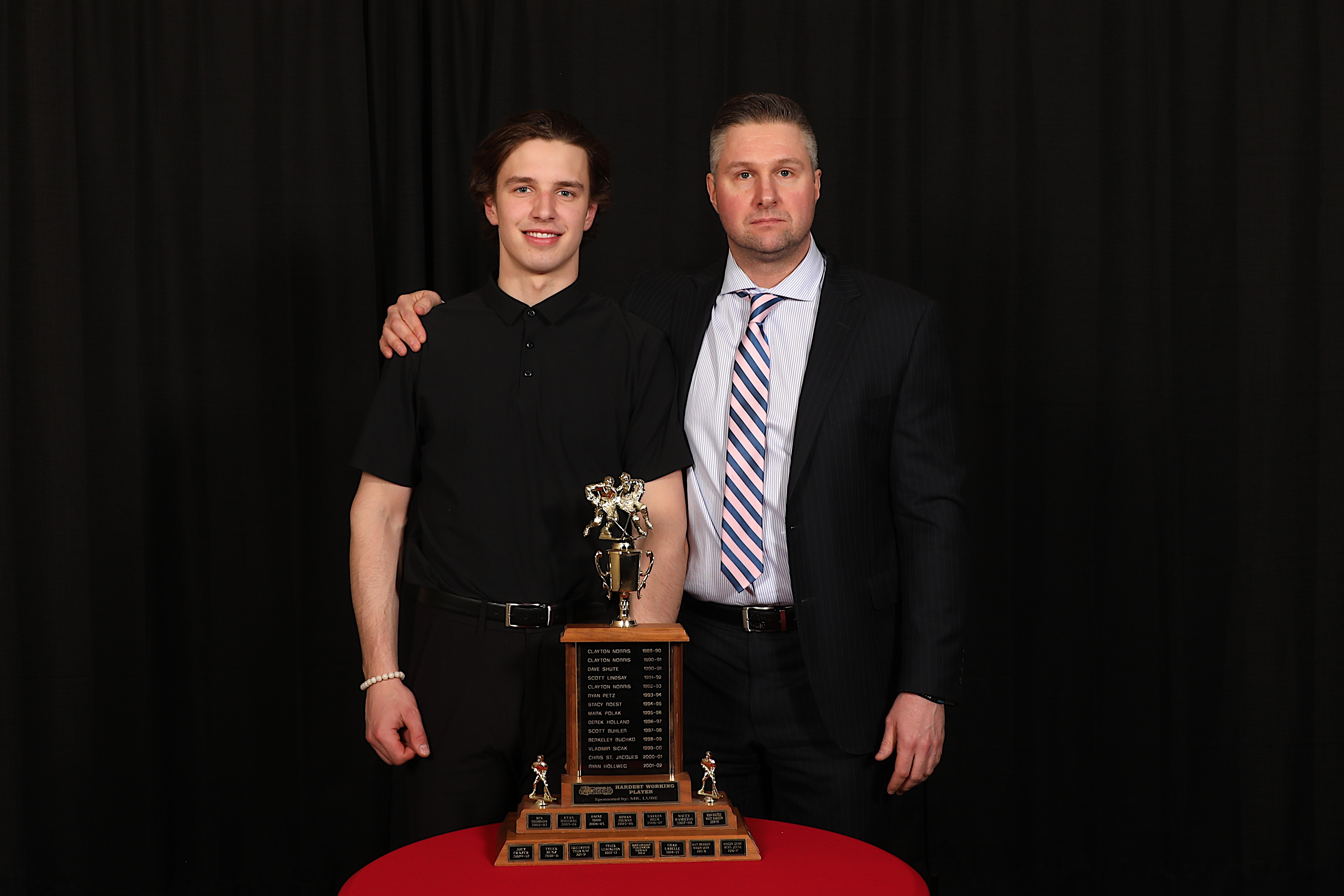 AC Ryan Smith presents the Mr Lube Hardest Working Player to Ryan Chyzowski