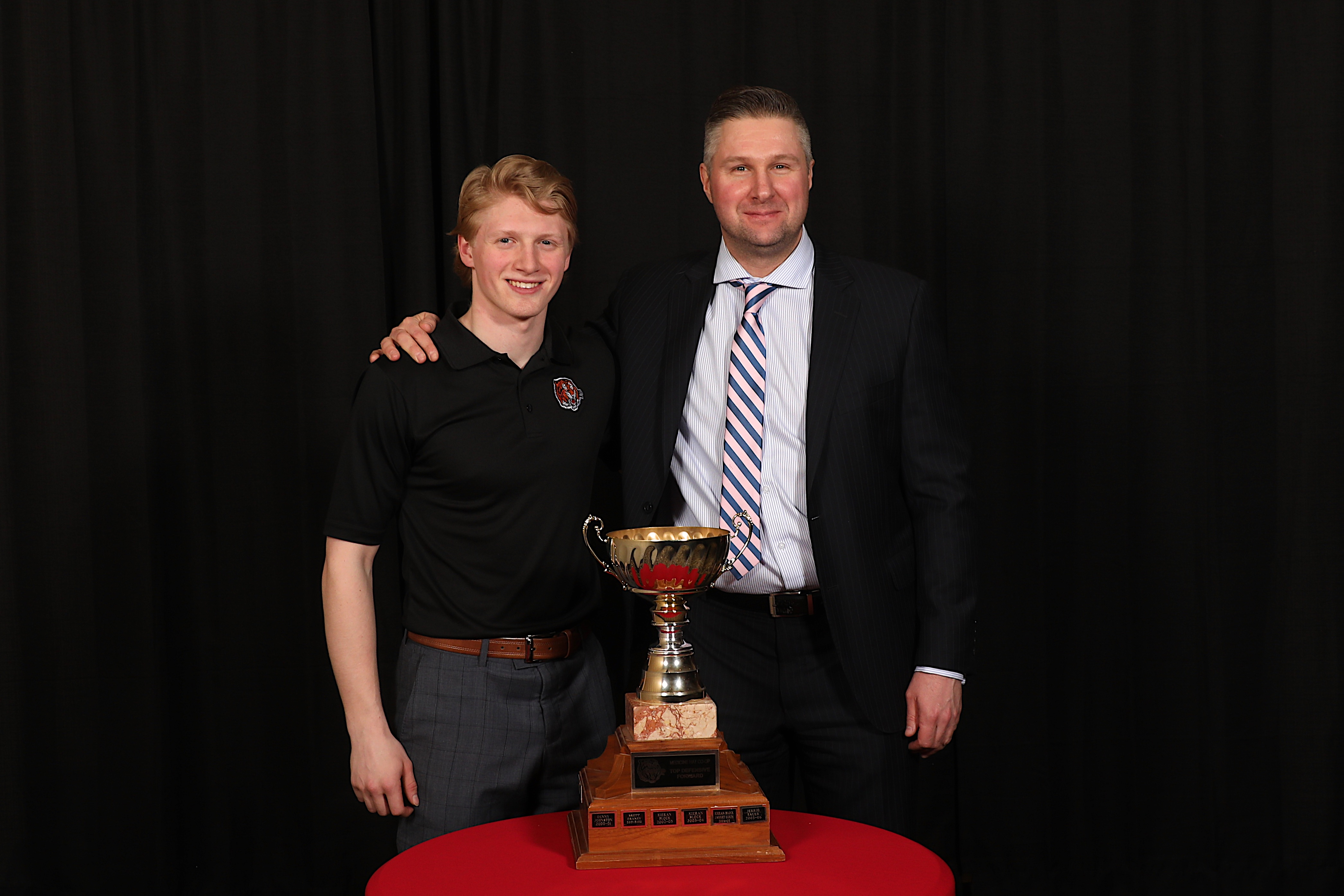 AC Ryan Smith presented the oe Frazer presented the MacLean Wiedemann Lawyers LLP Most Improved Player to Ryan Jevne South Country CO-OP Top Defensive Forward to James Hamblin